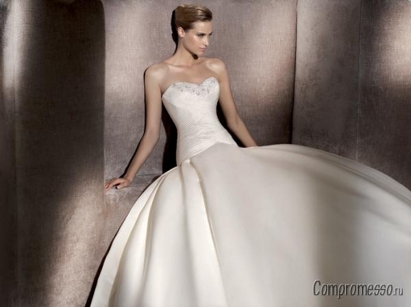 Платья с атласной ткани